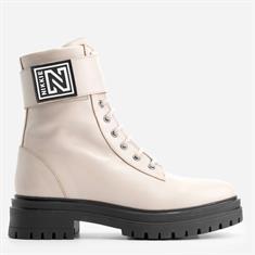 Nikkie Philein boots Zand